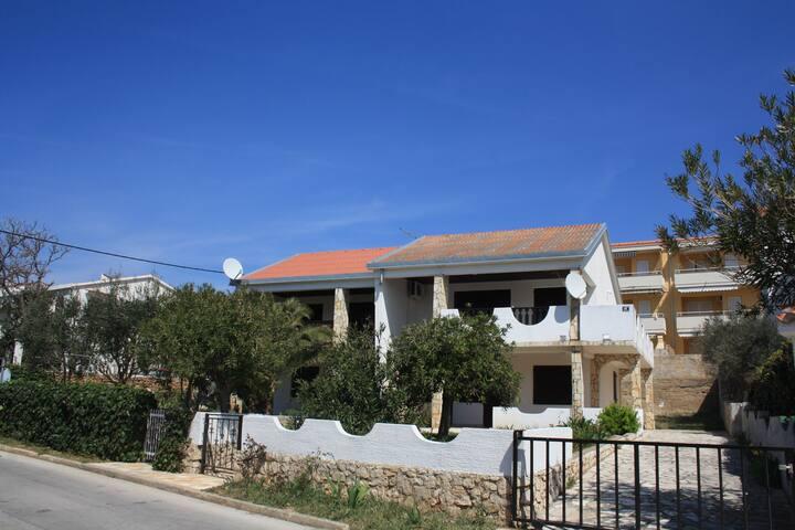 House near sea for 12