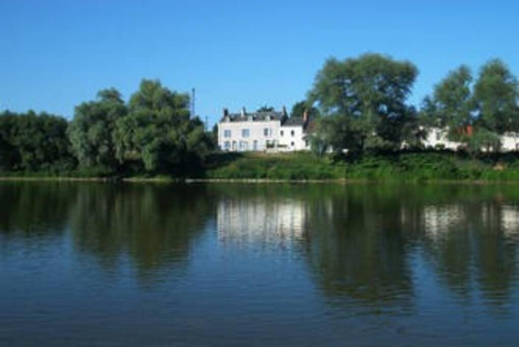 La maison, et la Loire