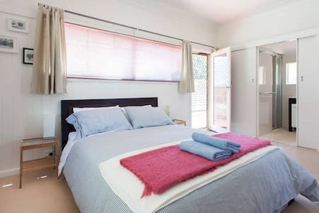 Walk to Beach.Private RoomFree Wifi - Seaford