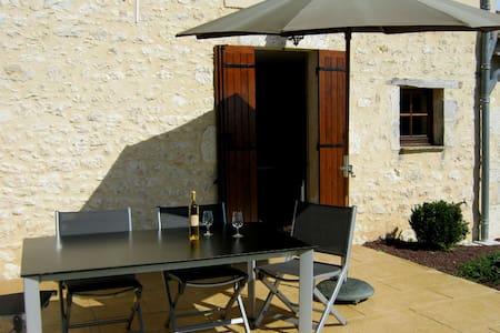 Bienvenue chez Dame Bertrande - Saint-Astier - บ้าน