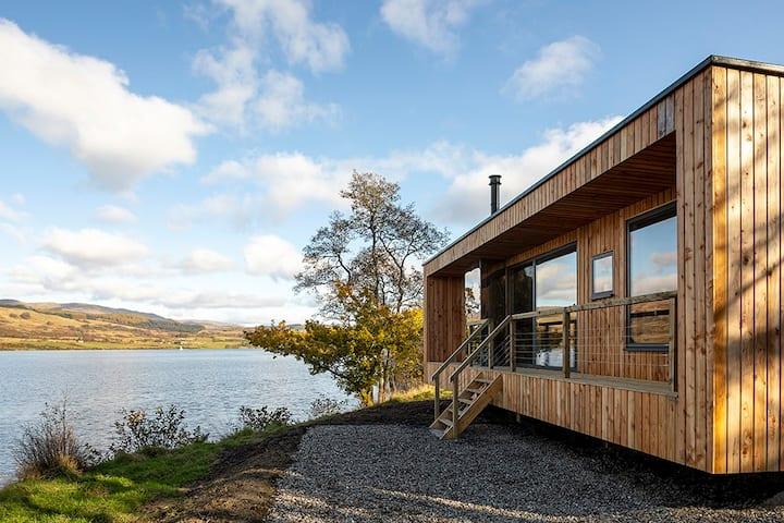 Stunning lochside cabin on Loch Venachar - Rowan