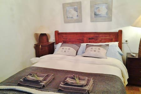 Room type: Private room Bed type: Real Bed Property type: Villa Accommodates: 2 Bedrooms: 1 Bathrooms: 3