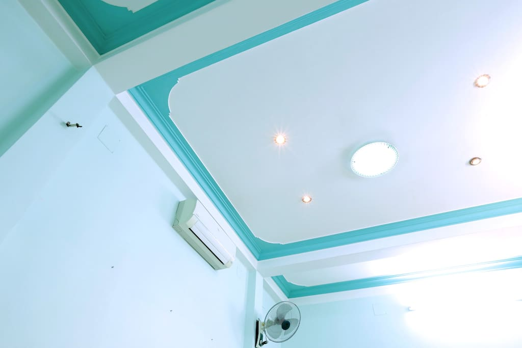 Cooling Aircon with Fans and various lighting for your preferences