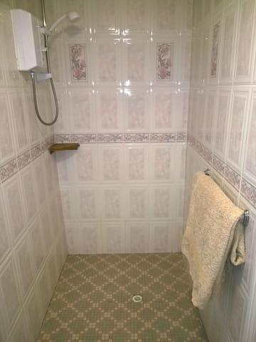 Ensuite shower/wet room.