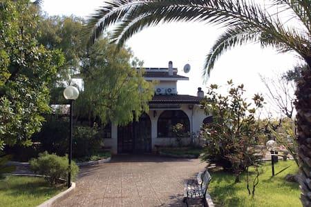 Stanza in villa immersa nel verde - Conversano - Villa