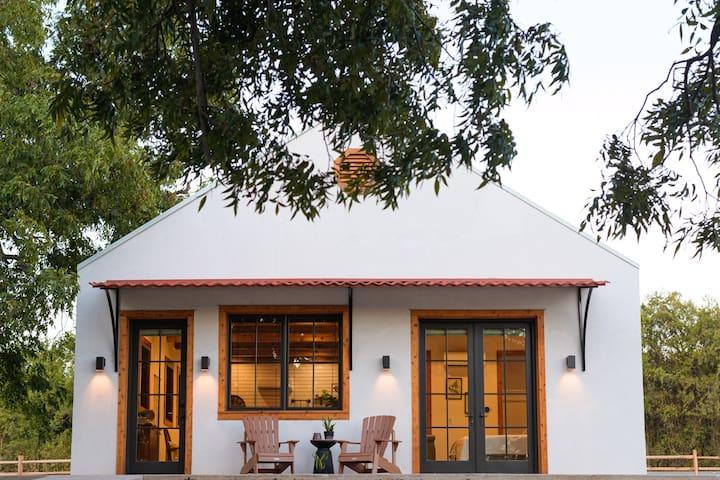 Little Dutch Cabin #3 - 12 min to Magnolia-Baylor