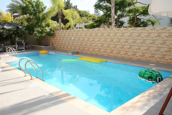 room for 4 person in a mini-hotel -villa - Ashdod - Villa