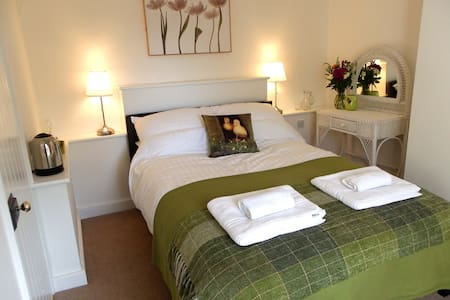 Ivy's B&B Dbl Garden View & Ensuite - Southampton - Bed & Breakfast