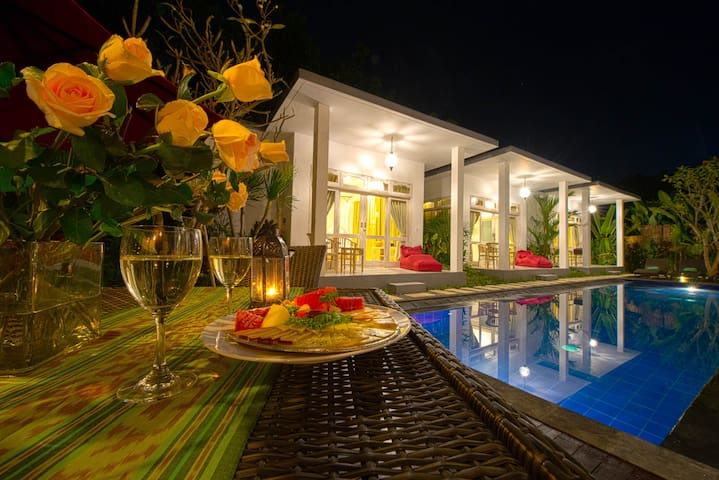 6-BEDROOM Famous Pool Villa in Jimbaran - South Kuta - Villa