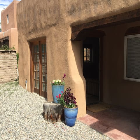 Beautiful Downtown Casita~Quiet St - Taos - Apartmen