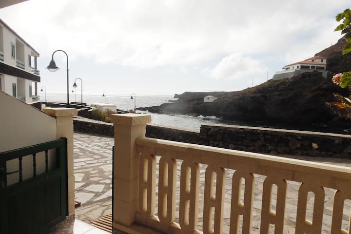 D.Apto 1ª line of the beach to 5min of the airport - Tamaduste - Apartamento
