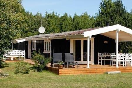 Sommerhus nær børnevenlig strand - Jerup
