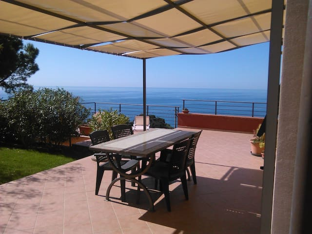in collina con vista mare - Poggi - House