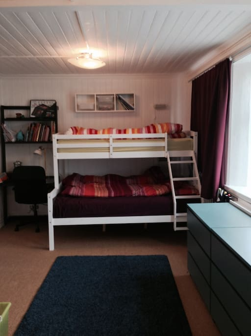 Bedroom, double at bottom, single at top.
