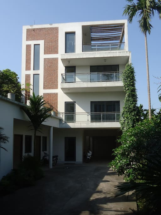 Contemporary guest house houses for rent in hanoi h for Modern house hanoi