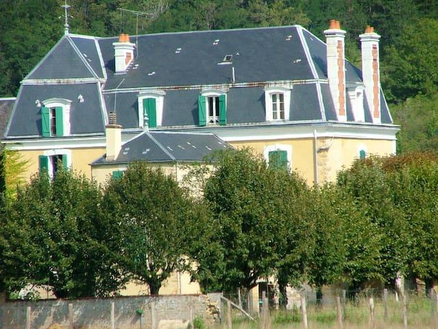 Grande maison à la campagne    - Givry - Casa