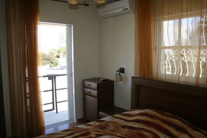 room in a villa with balconies - Ashdod - Villa