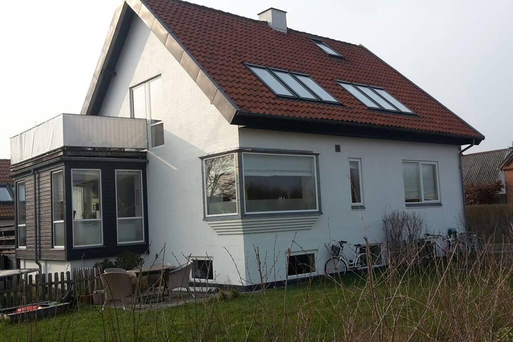Huset set fra gaden