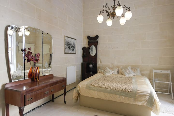 Charming Maltese Townhouse - Senglea - Haus