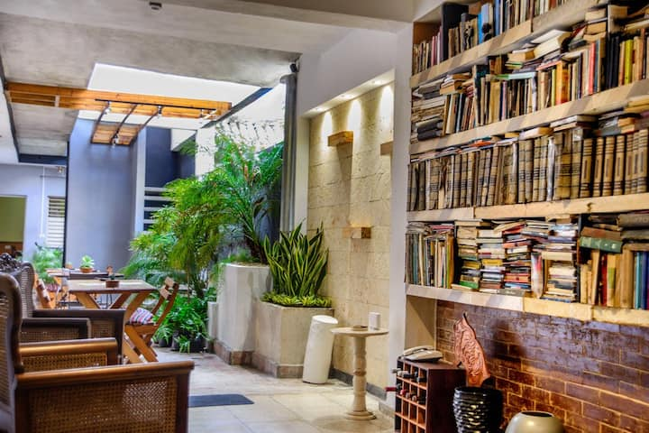 ★ÍTACA: Minimalist Hostal with Library & Garden★