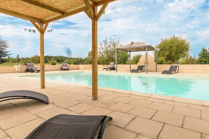 Detached villa with heated private swimming pool, jacuzzi and beautiful views
