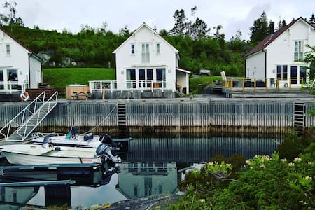 Beautiful holiday home by the sea - Gurskøy