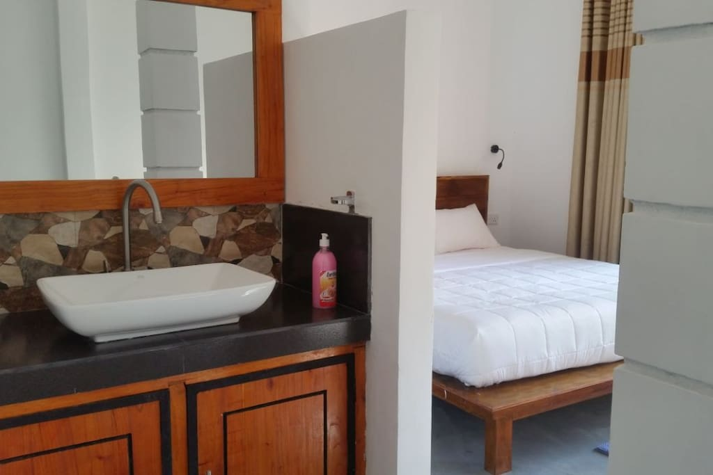 The rooms have private bathroom with hot water with all towels and linens provided.