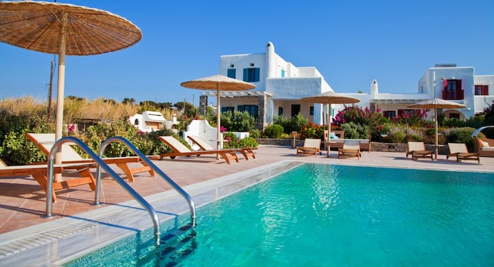 Elegant villa for 10 in a luxury complex in Paros