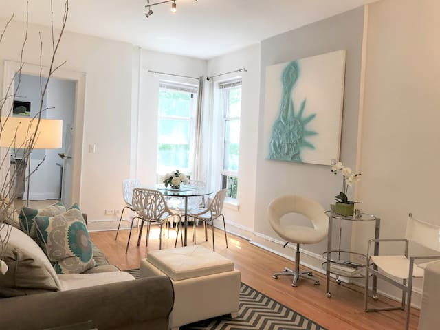 2 Bedroom Luxury in Coveted North Brooklyn Heights