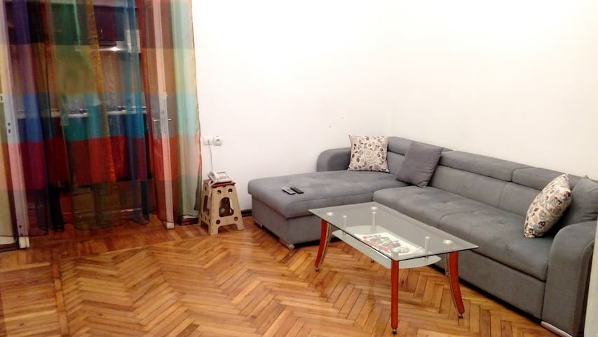 City Center | 2 Rooms | 25 min to Airport