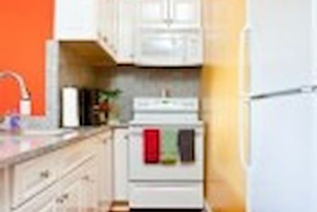 Bella Vita,Old Town! Steps to Duval! 3 blks to bch - Key West - Apartment