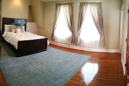 Gorgeous home, pvt bed/bath (rm 2) - Huntington - Maison