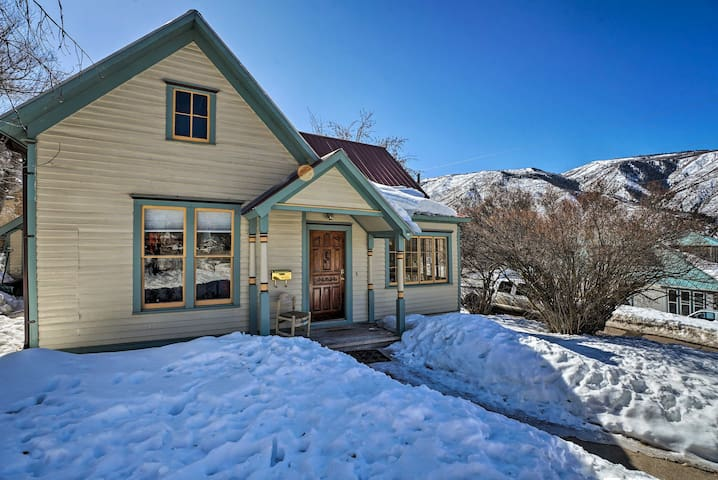 NEW! 'Victory Victorian House' Walk to Downtown!