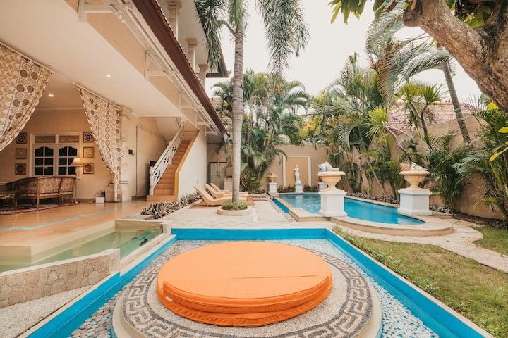 70% off!Villa Versace.CENTRAL SEMINYAK!500m beach