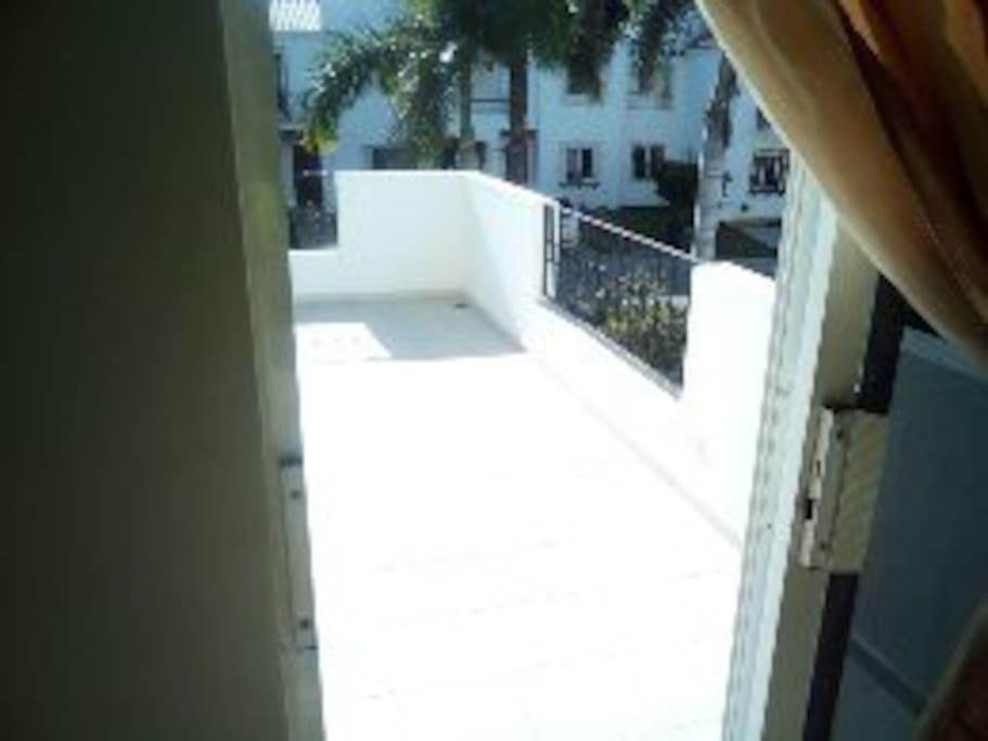 amplia terraza - balcon