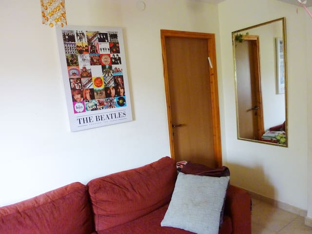 Nice room, Enter only with a smile - Hadera - Apartamento