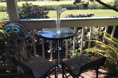 Ocean view, 7 minute walk to beach & Jacuzzi AVL