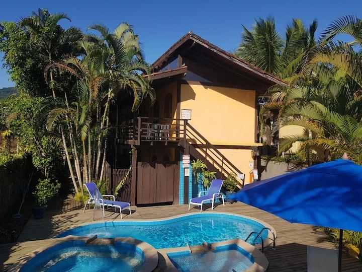 Chalé com cozinha, ar, perto da praia e restaurante 5pax