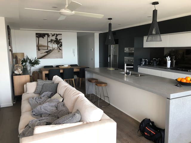 Merewether Beach apartment perfect for Super Cars