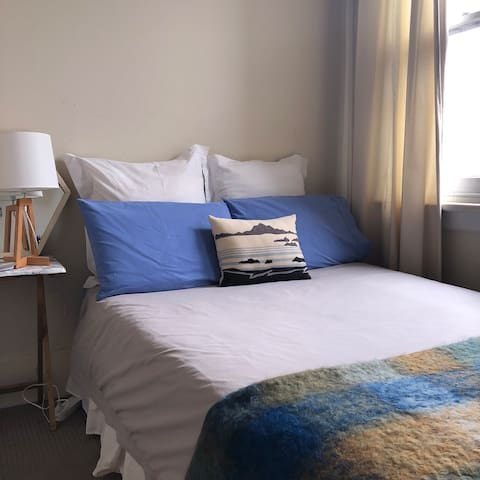 Clean, Quiet Room in Heart of Manly