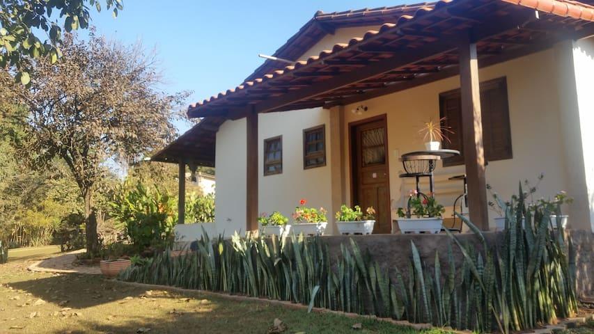 SUÍTE ar cond., café da manha, Piscina - INHOTIM