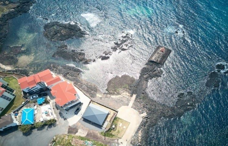 베란다에서 낚시하고 비양도와 석양을 바라보며 문어잡는 바다위 하우스