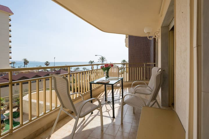 2 bedrooms on 1st line of beach, parking