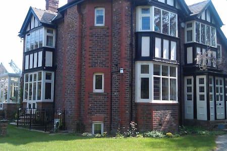 Hale village garden flat - Hale