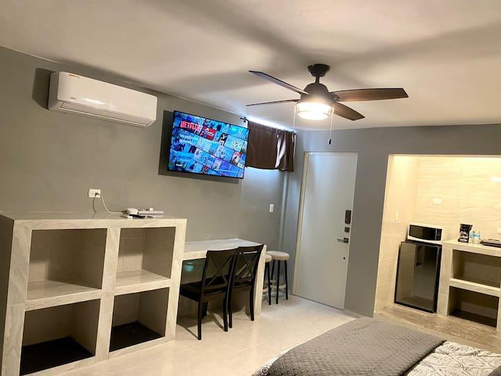 Hermoso estudio, centro de cancun, muebles nuevos.