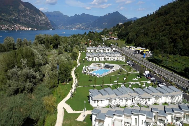 New residence by lake Iseo, surrounded by green
