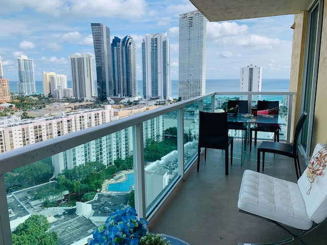 PRIVATE ROOM !!! Gorgeous, sunny isles ocean view