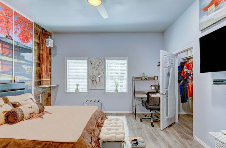 Zen Unit! Walk to TCU - Near Zoo, DWTN, & Conv CNT