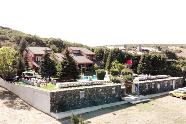Istanbul Silivri'de Ufku Geniş Çiftlik Evi
