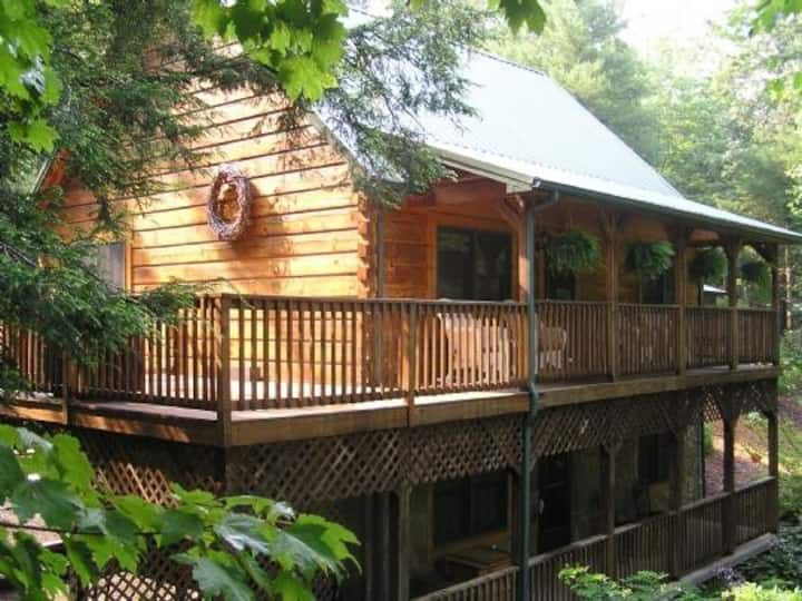 Peak-A-Boo Creek-Hot Tub, Pet Friendly, Creek front, WIFI, Family Friendly